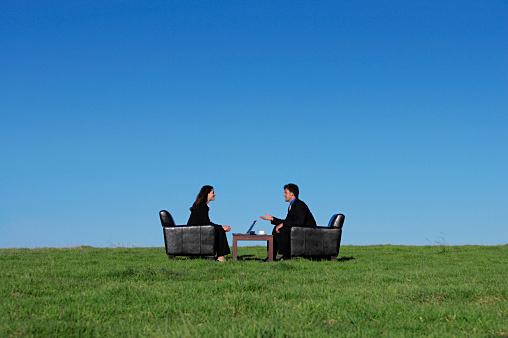 ブラック企業か判断するのに離職率の高さや勤続年数長さを重視しろ!