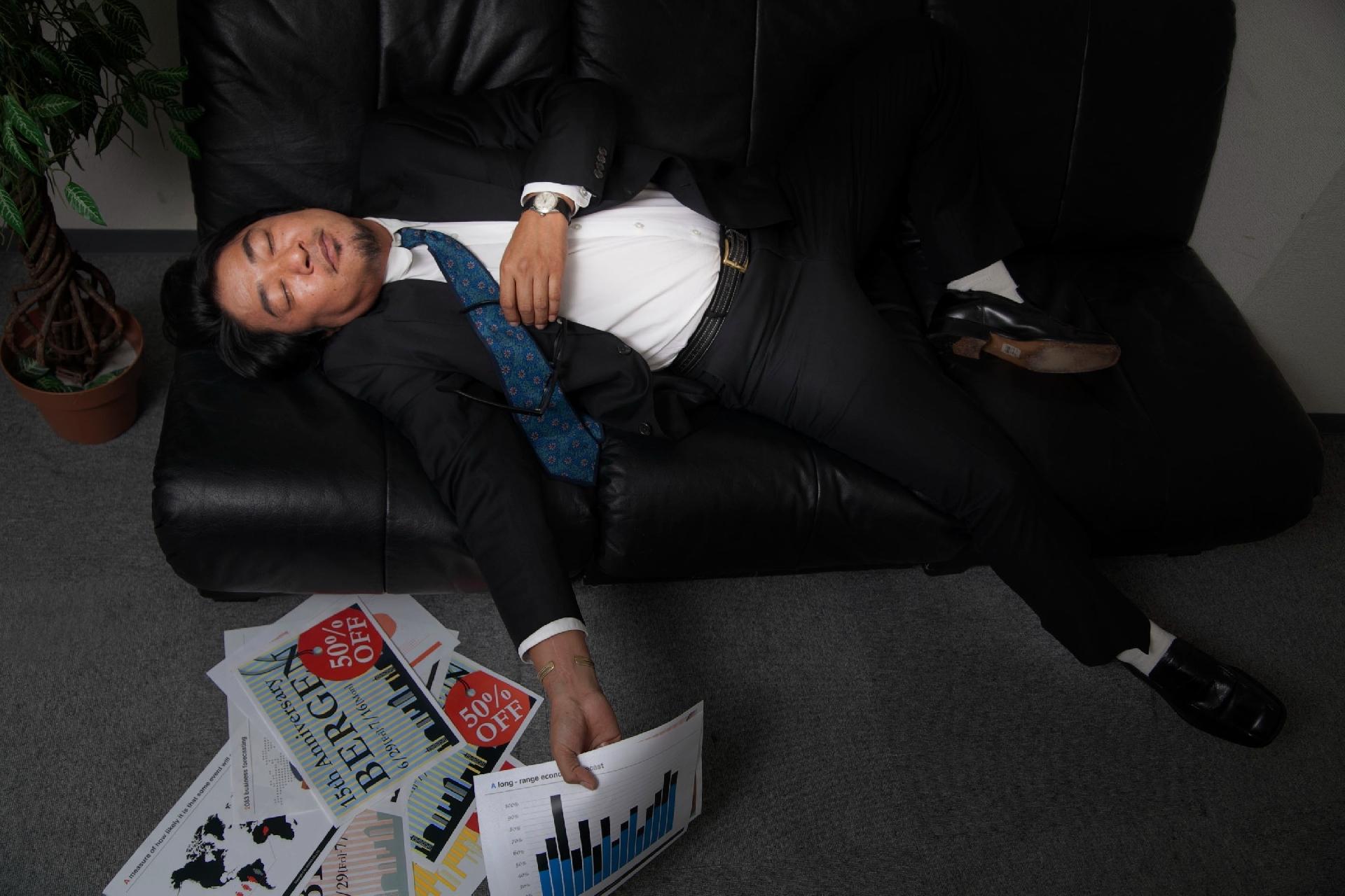「上司が帰るまで残業をする」という付き合い残業は例外なくゴミである