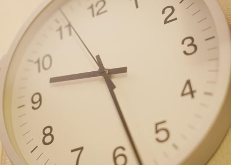 時計を早めている職場は危険!不当にタダ働きさせるブラック企業だ!