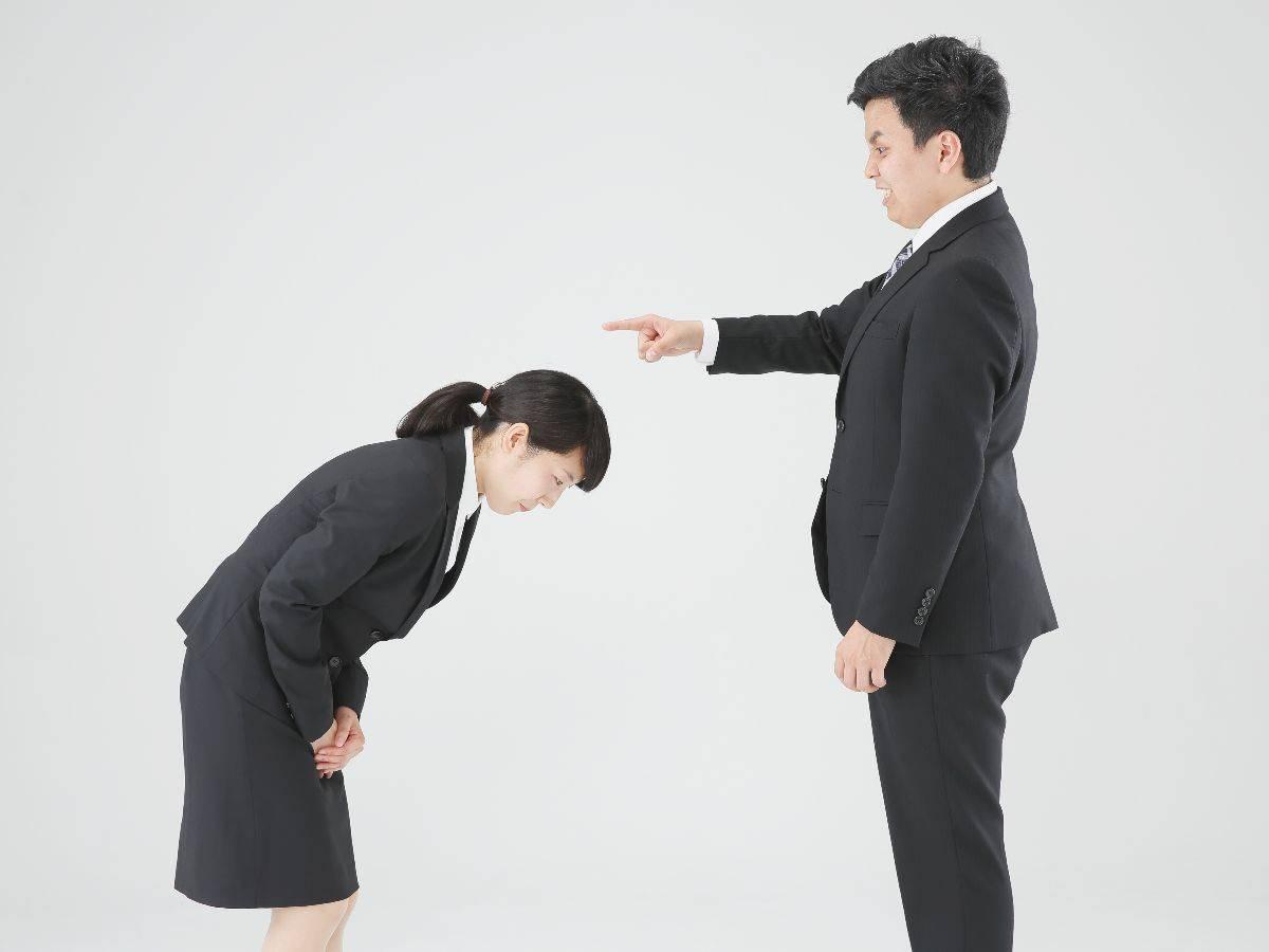 「感謝の気持ちを示せ」「恩を忘れるな」と強要する上司はゴミと断言する!