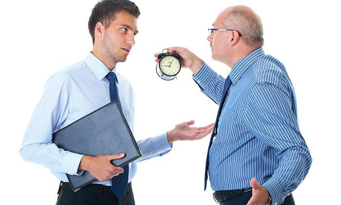 「新人は先輩や上司より誰よりも早く来るべき」と言われたら辞めるべき!